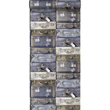 papel pintado maletas vintage azul y marrón de ESTA home