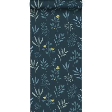 papel pintado diseño floral en estilo escandinavo azul oscuro y amarillo ocre de ESTA home
