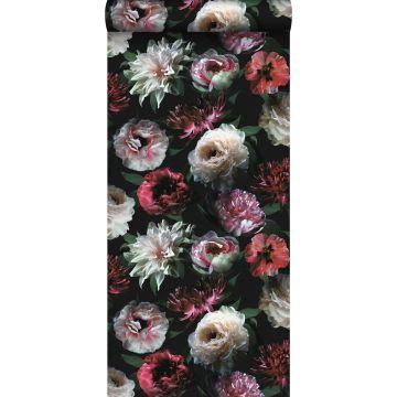 papel pintado flores rosa, negro y verde oscuro de ESTA home