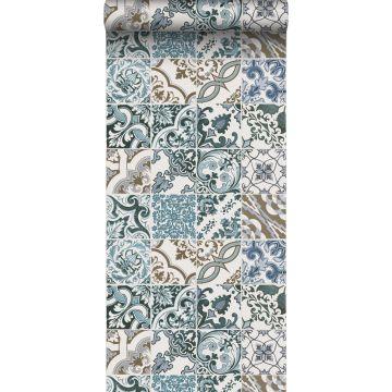 papel pintado motivo de azulejos azul y beige de ESTA home