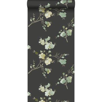 papel pintado con textura eco flores de cerezo verde, amarillo ocre y negro de ESTA home