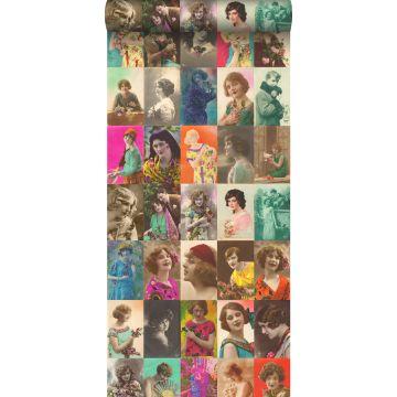 papel pintado XXL tarjetas postales vintage con caras de señoras multicolor de ESTA home
